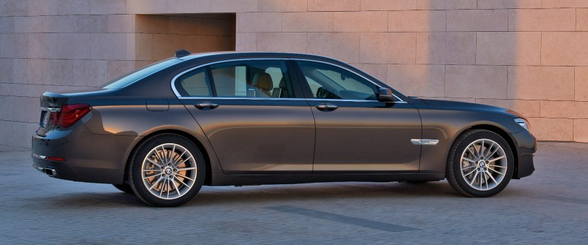 2012 BMW 7-Series LCI gets updated inside and out Image #108435