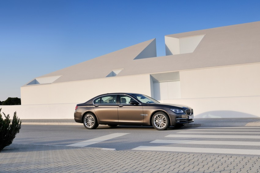 2012 BMW 7-Series LCI gets updated inside and out Image #108442