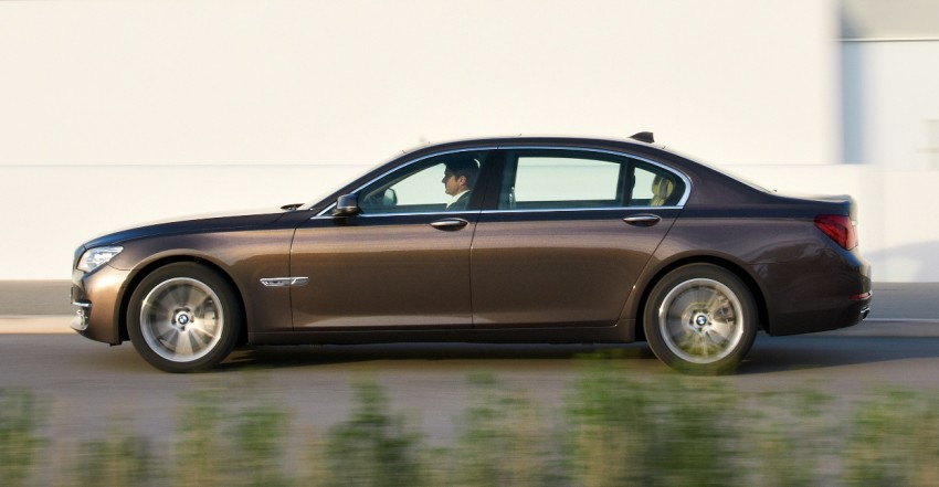 2012 BMW 7-Series LCI gets updated inside and out Image #108443
