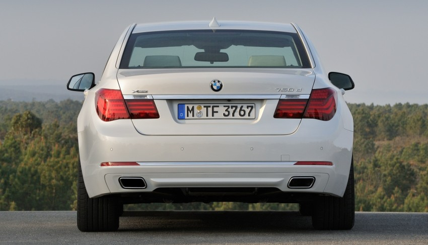 2012 BMW 7-Series LCI gets updated inside and out Image #108447