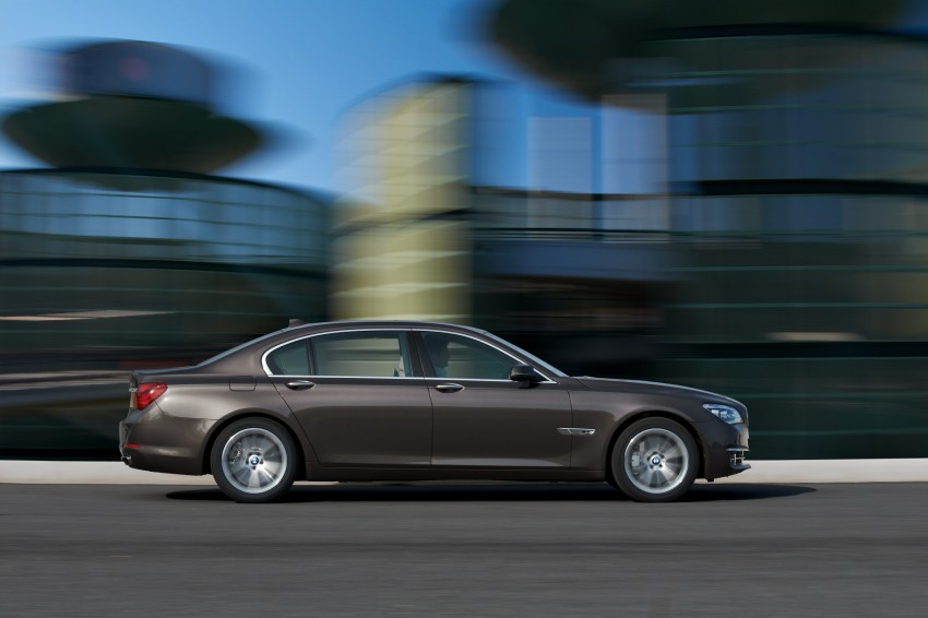 2012 BMW 7-Series LCI gets updated inside and out Image #108450