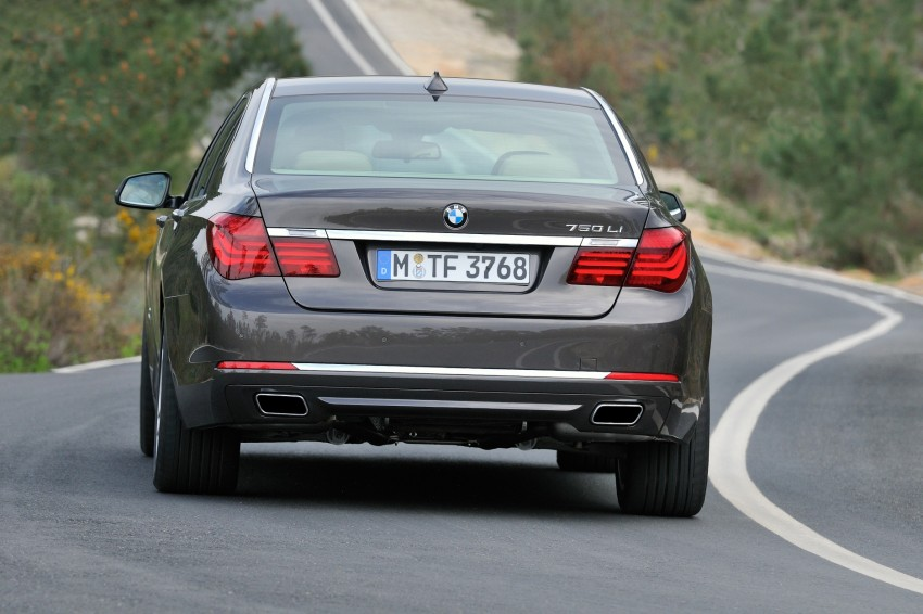 2012 BMW 7-Series LCI gets updated inside and out Image #108456