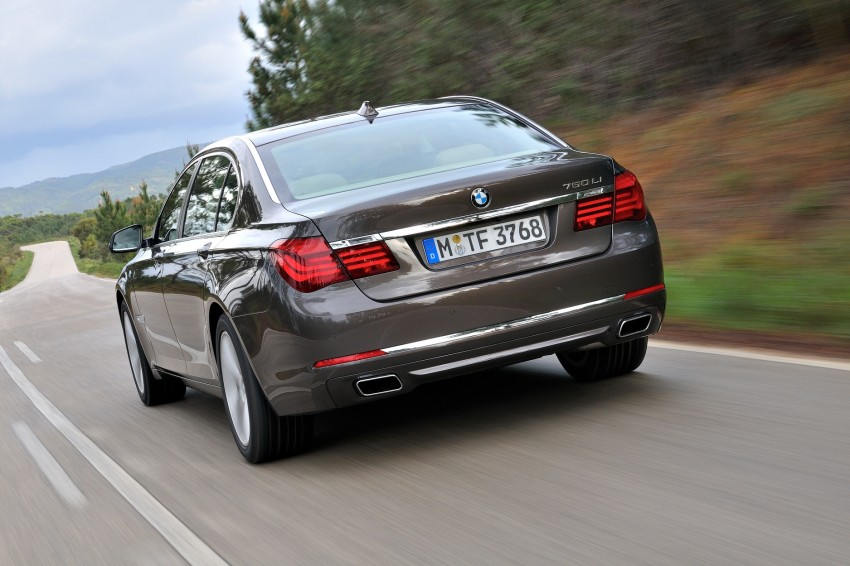 2012 BMW 7-Series LCI gets updated inside and out Image #108459
