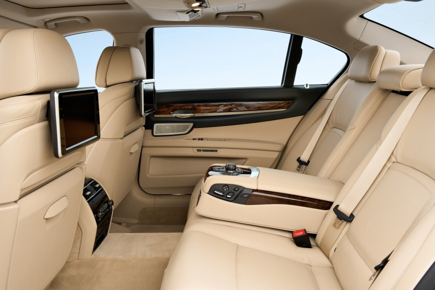2012 BMW 7-Series LCI gets updated inside and out Image #108406