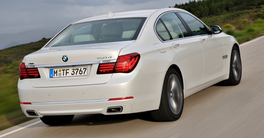 2012 BMW 7-Series LCI gets updated inside and out Image #108462