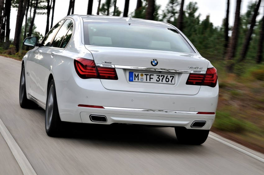 2012 BMW 7-Series LCI gets updated inside and out Image #108463
