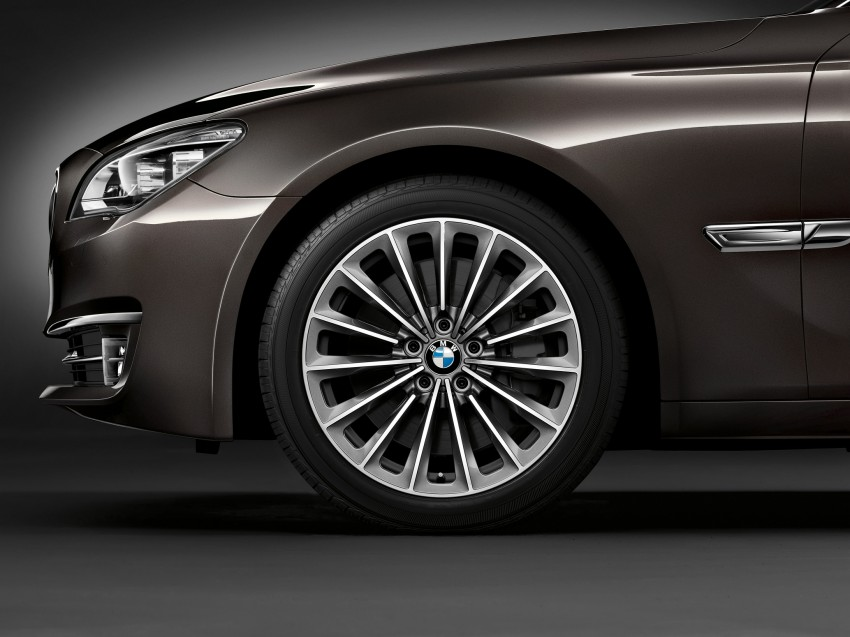 2012 BMW 7-Series LCI gets updated inside and out Image #108479