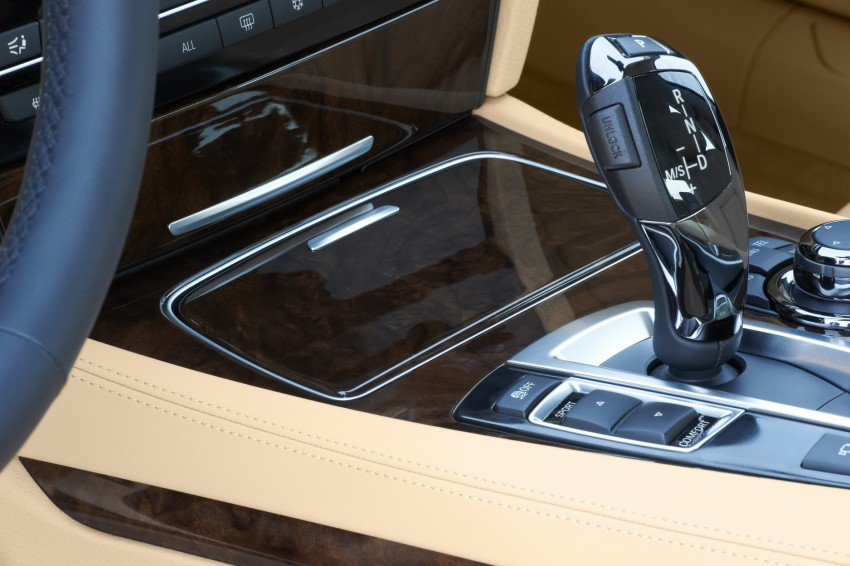 2012 BMW 7-Series LCI gets updated inside and out Image #108408