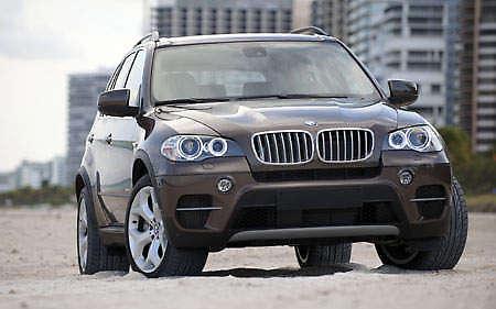 E70 BMW X5 gets the mid-life LCI treatment!