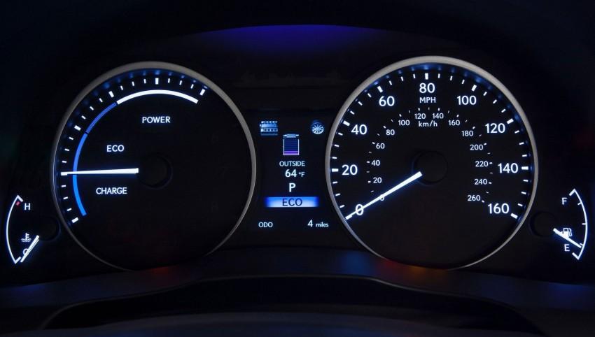 Lexus ES sheds dowdy image, follows the GS' lead Image #100230
