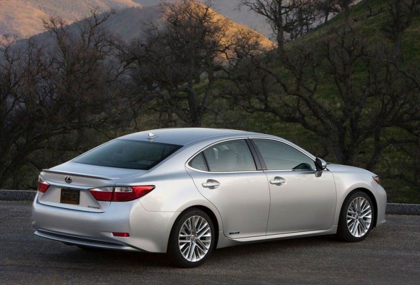 Lexus ES sheds dowdy image, follows the GS' lead Image #100273