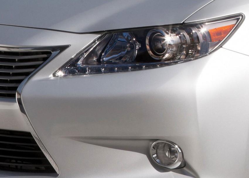 Lexus ES sheds dowdy image, follows the GS' lead Image #100247
