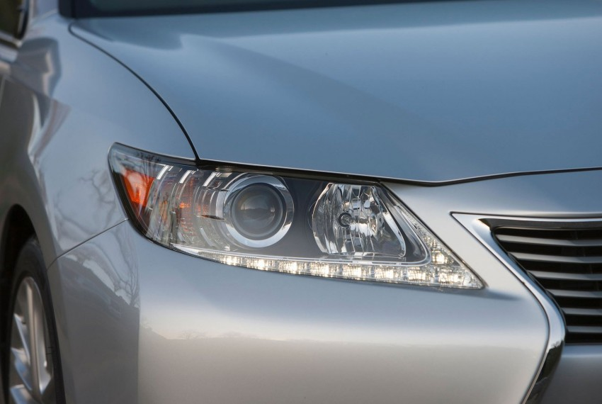 Lexus ES sheds dowdy image, follows the GS' lead Image #100248