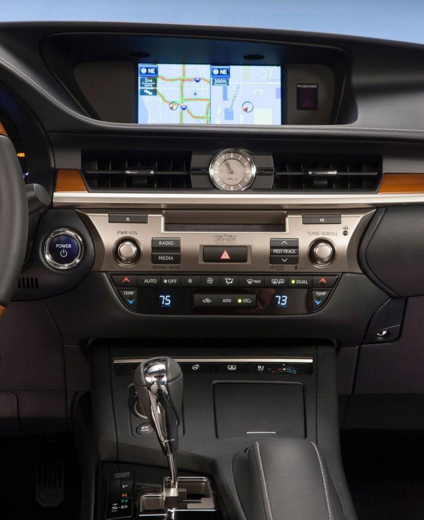 Lexus ES sheds dowdy image, follows the GS' lead Image #100250
