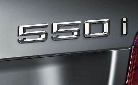 f10-550i-badge