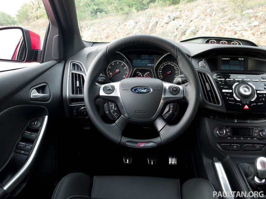 Ford Focus ST debuts, in five-door and estate forms Image #131037