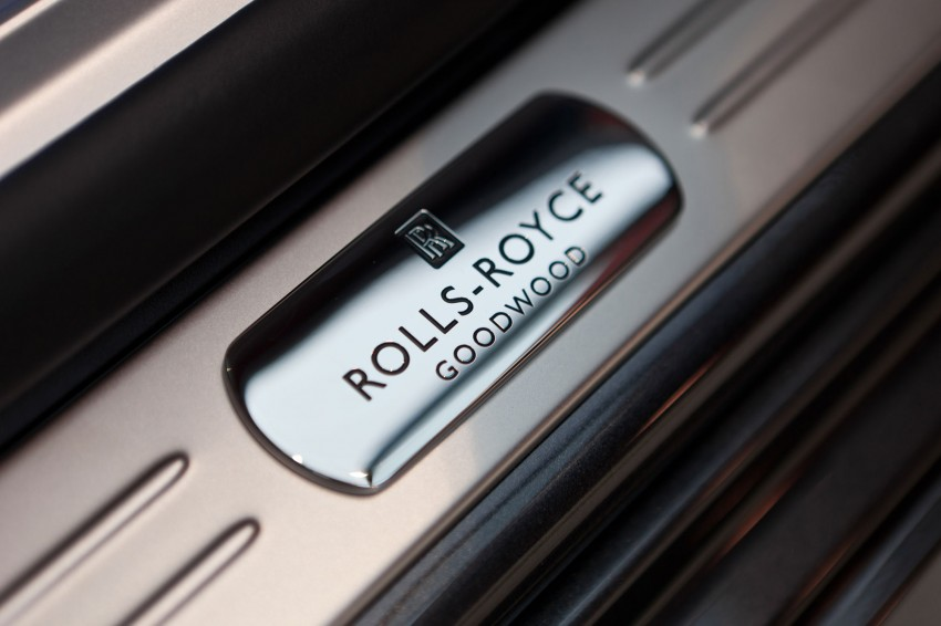 First two-tone Rolls-Royce Ghost EWB in Asia Pacific Image #112449