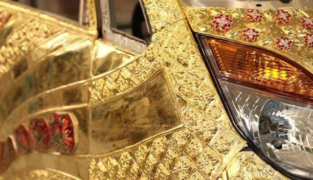 Tata GoldPlus Nano finally debuts – clad in 80 kg of gold, 15 kg of silver and 10,000 semi-precious gems Image #69888