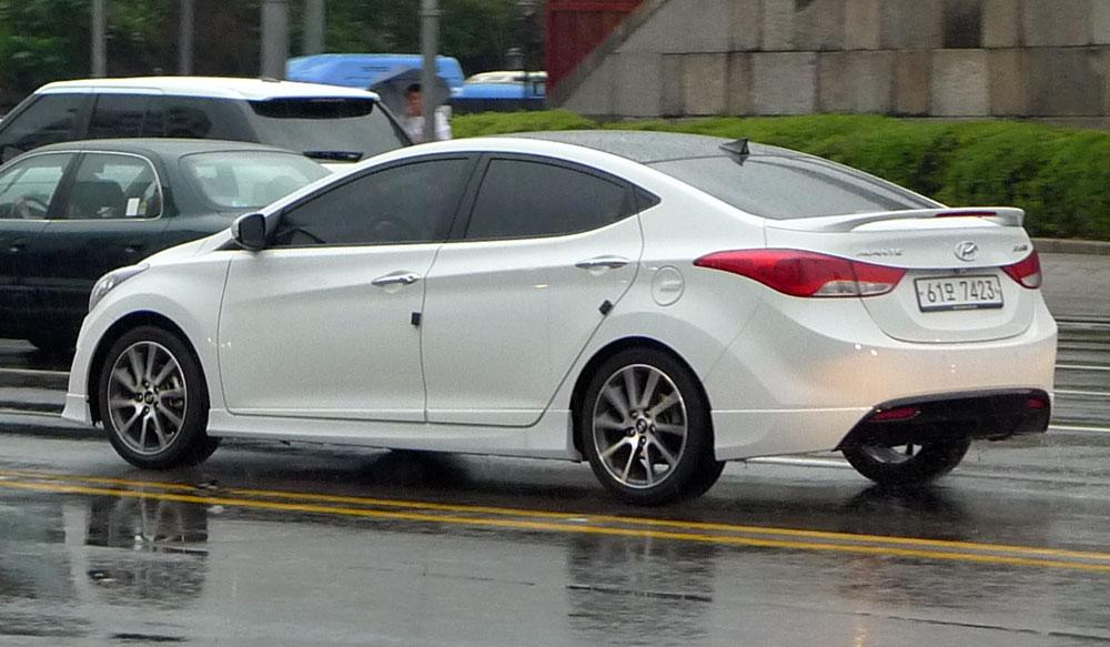 Hyundai Elantra And Range Rover Evoque Win 2012 North