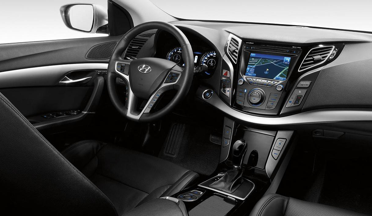 hyundai i40 first image revealed of vf wagon 39 s interior. Black Bedroom Furniture Sets. Home Design Ideas