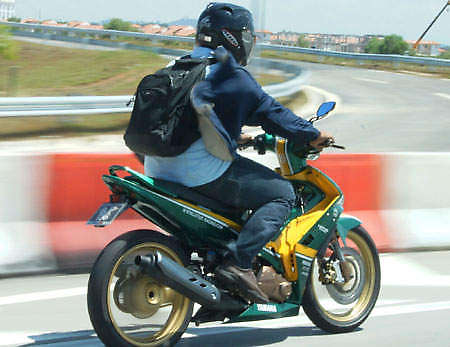 Spotted: big time Lotus Racing fan's motorcycle! Image #24200