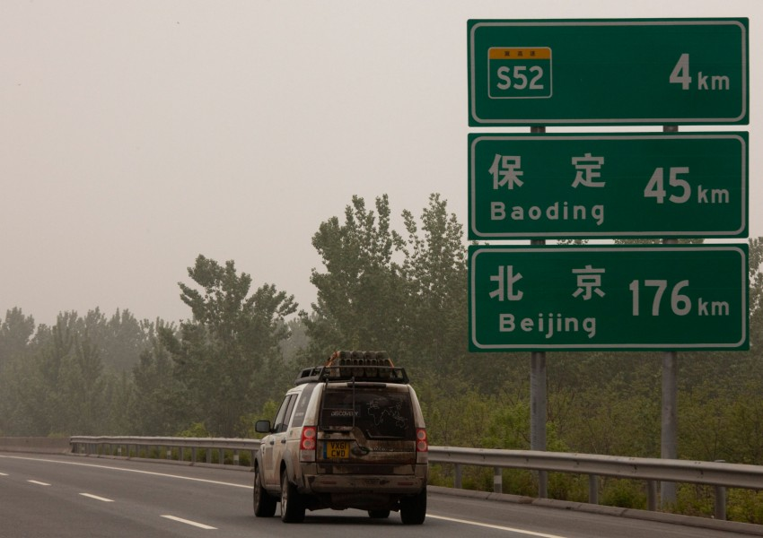 Land Rover Discovery drives from UK to China for charity Image #102867