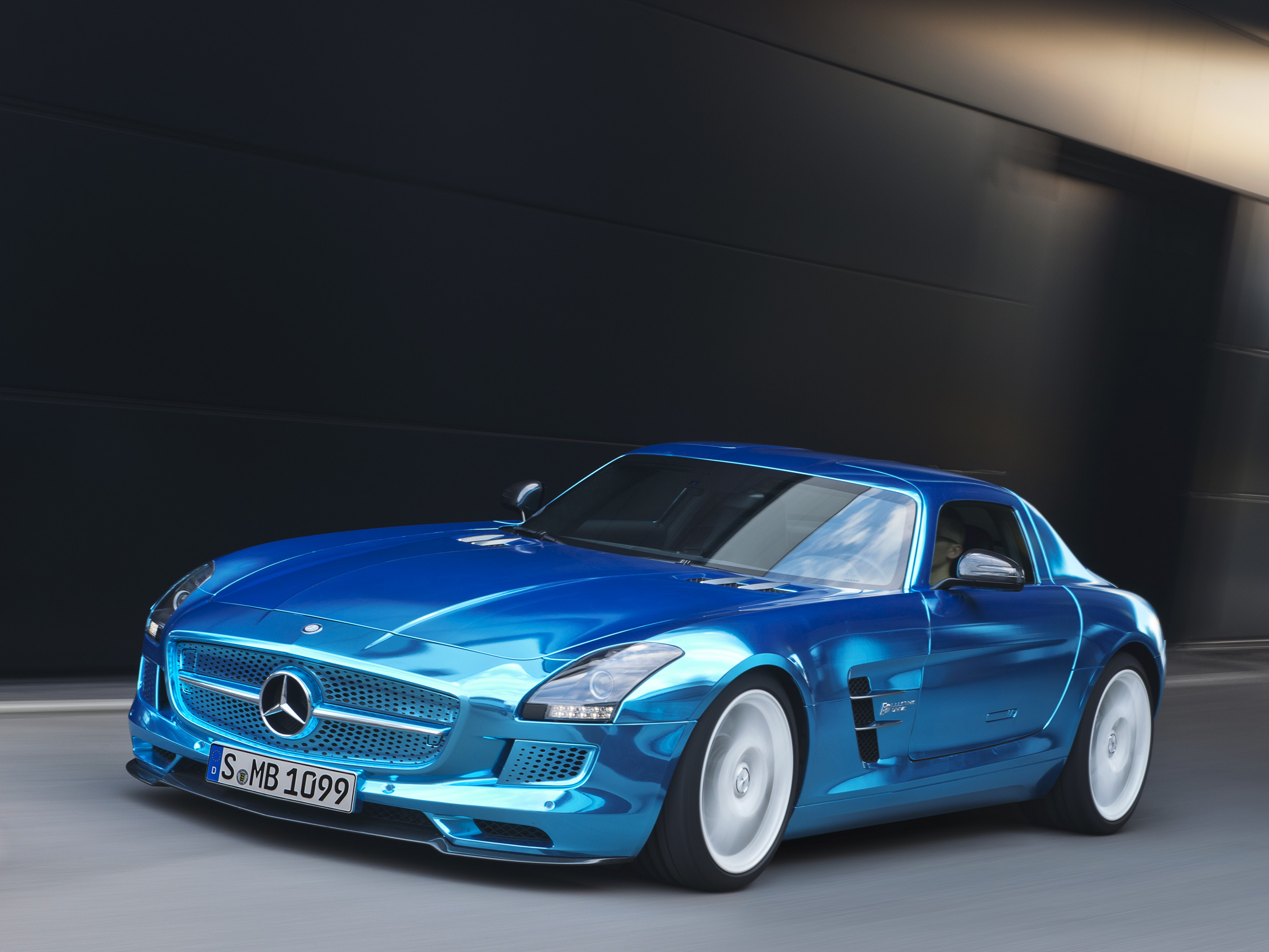 Mercedes benz sls amg electric drive shown in paris world for Mercedes benz sls amg electric drive