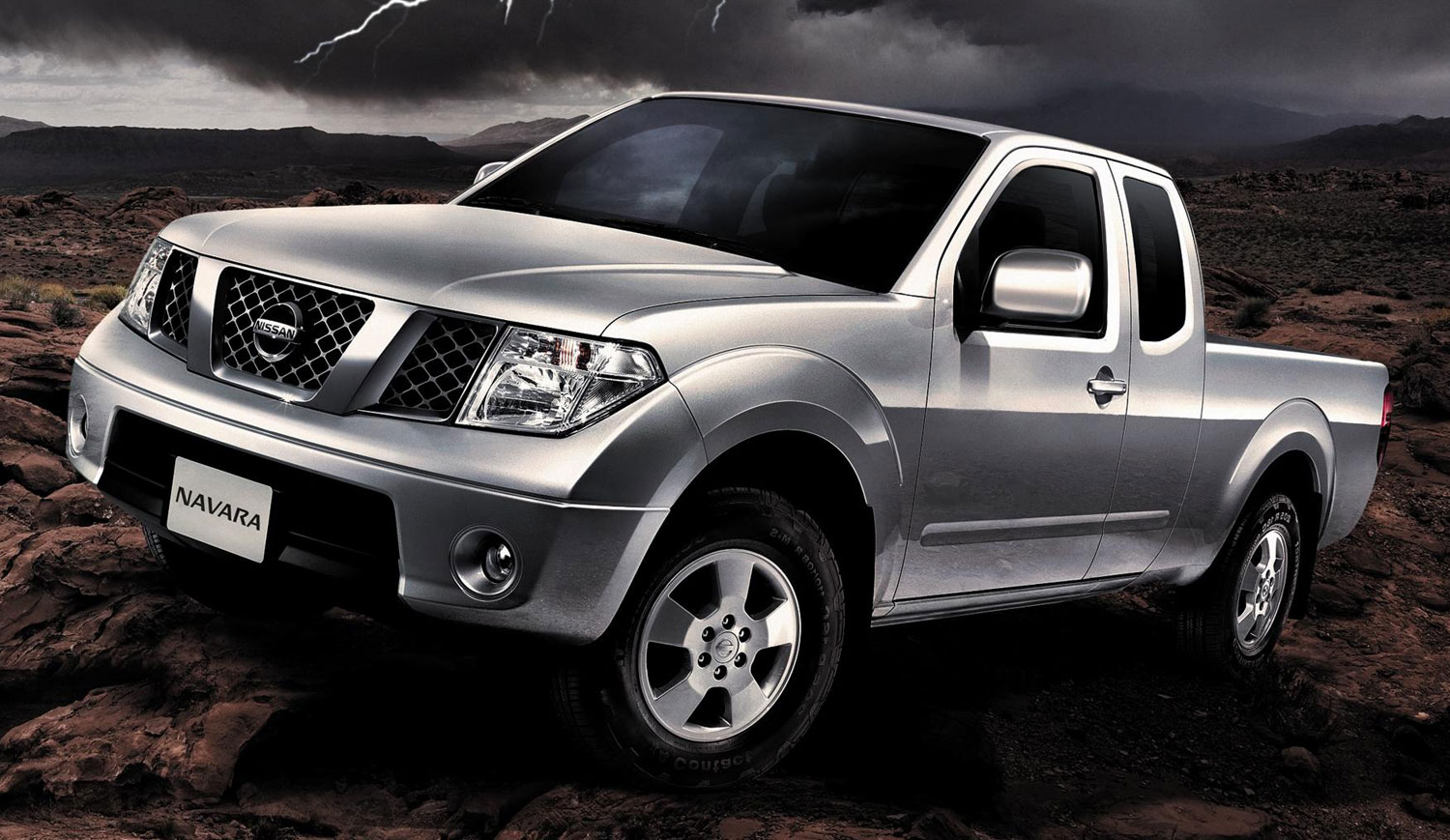tan chong introduces the nissan navara 4x4 king cab. Black Bedroom Furniture Sets. Home Design Ideas