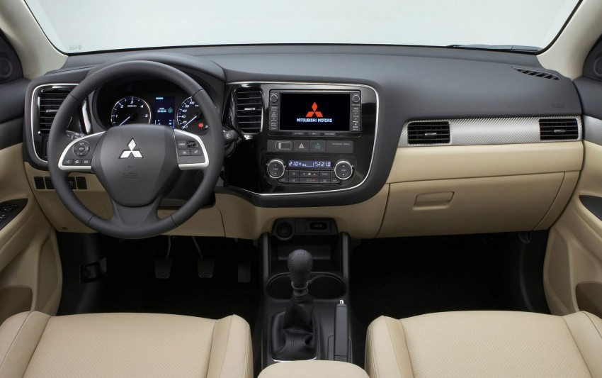 Mitsubishi to show Outlander Plug-in Hybrid EV at Paris – first 4WD electric car in production Image #113504