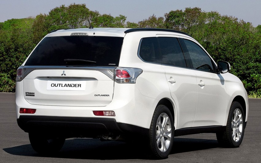 Mitsubishi to show Outlander Plug-in Hybrid EV at Paris – first 4WD electric car in production Image #113506