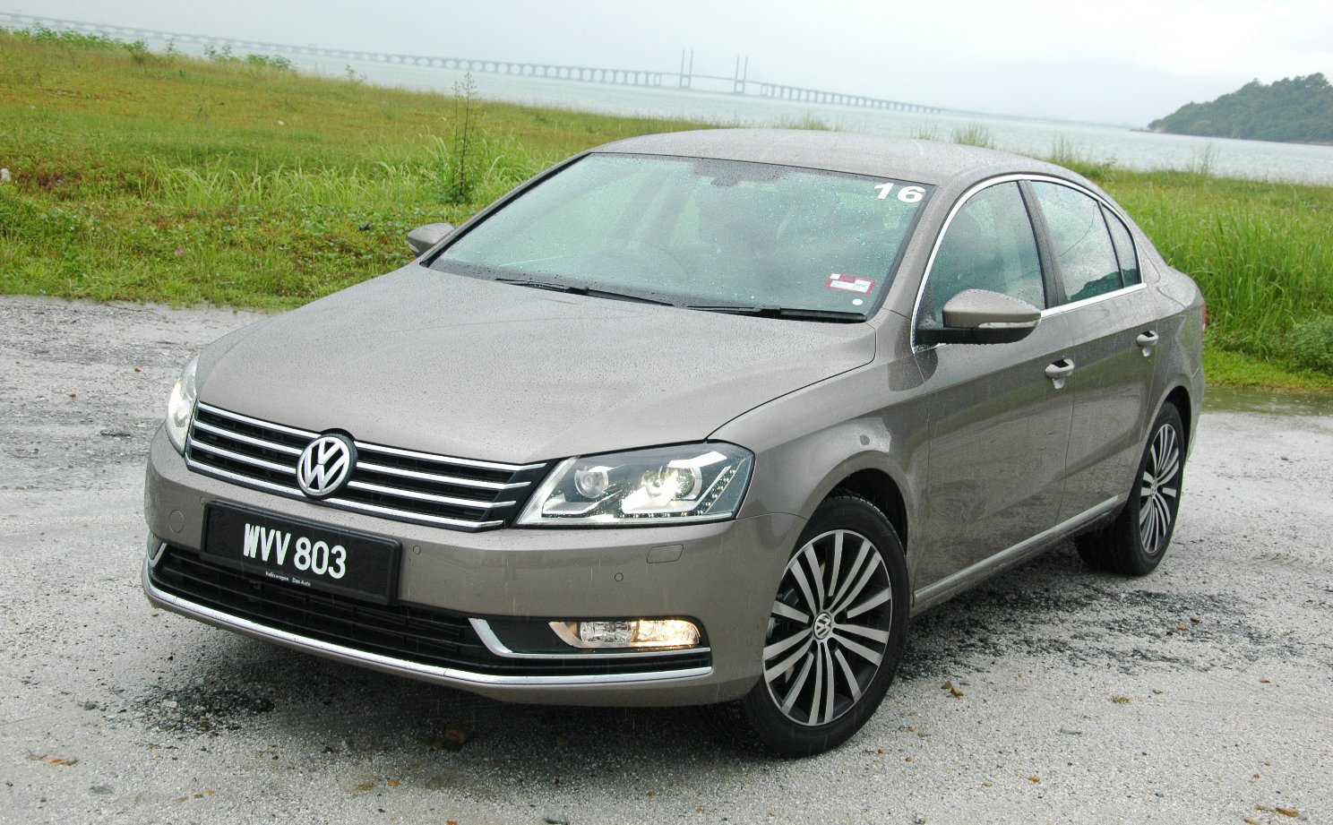 volkswagen passat 1 8 tsi first drive impressions. Black Bedroom Furniture Sets. Home Design Ideas