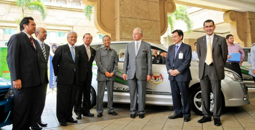 Proton hands over eight EVs to government for fleet testing trials – five Exora REEV and three Saga EVs to be deployed Image #69021
