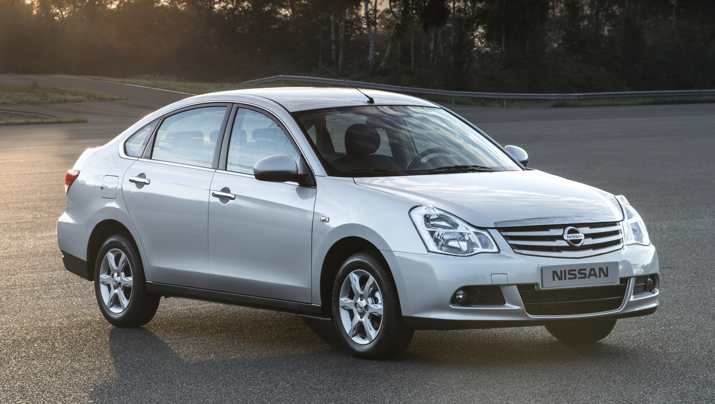 Nissan almera russia introduces its own version vanachro Images