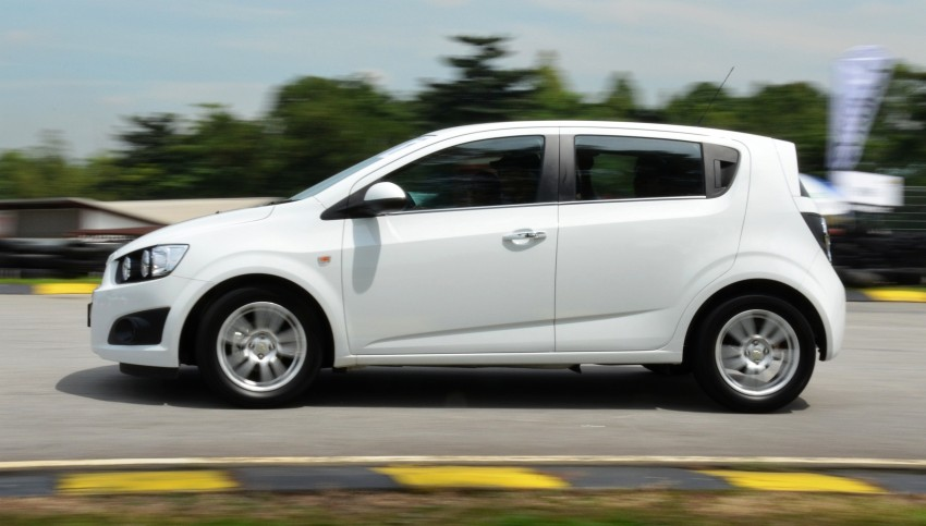 DRIVEN: Chevrolet Sonic LTZ sedan and hatchback previewed – Orlando MPV also given a short spin Image #140225
