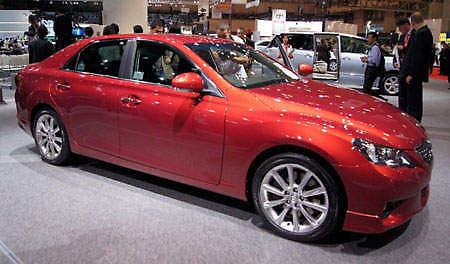 toyota-mark-x-live-1