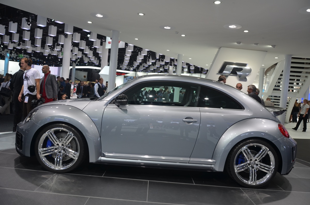 Frankfurt volkswagen shows off the beetle r concept paul for Concept home com