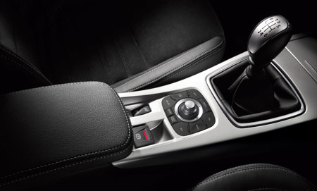 More Renault Laguna III Teaser Images