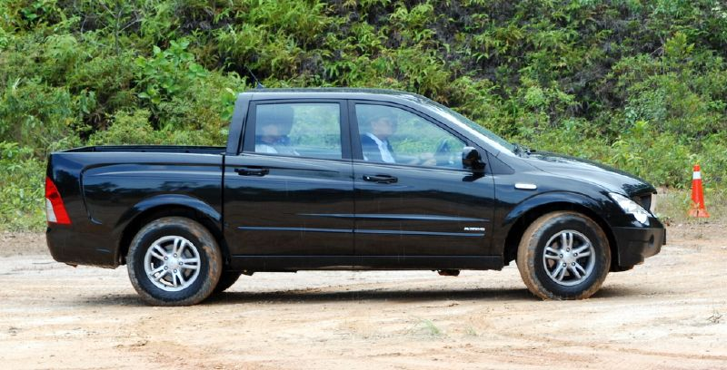 ssangyong actyon sports pick up truck test drive. Black Bedroom Furniture Sets. Home Design Ideas