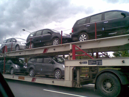 Nissan Livina on Trailers