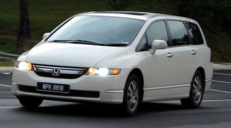 White Honda Odyssey