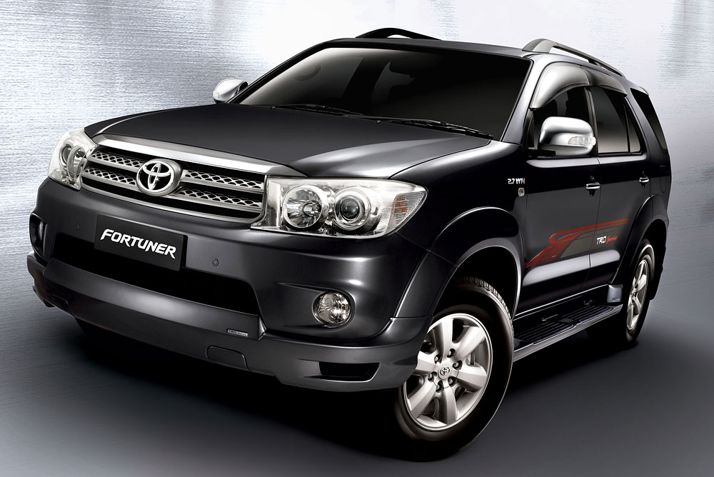 Umw Toyota Facelifts The Hilux Innova And Fortuner