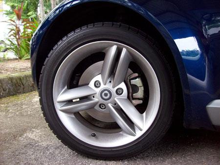 roadster_wheel.jpg