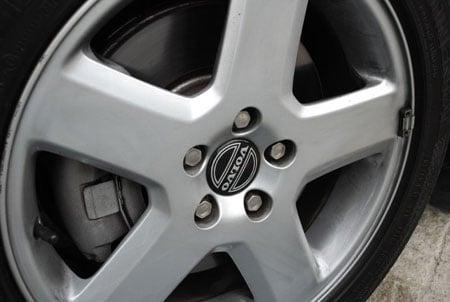 volvo-v50-wheels-brakes.jpg