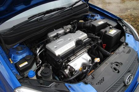 kia-rio-14-enginebay.jpg