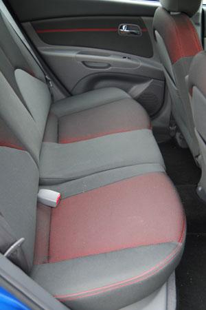 kia-rio-14-rearseats.jpg