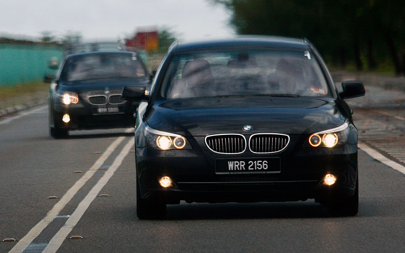 The E60 BMW 5-Series Facelift Range Test Drive: BMW 523i SE