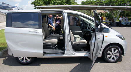 Honda Freed Review - first impressions in Indonesia ...