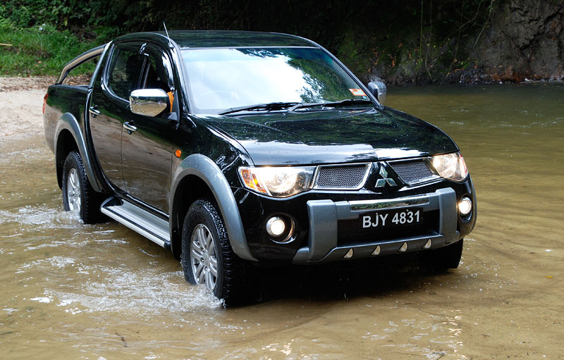 mitsubishi triton owners manual pdf