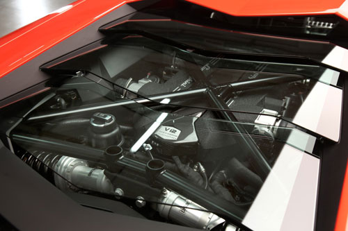 lamborghini aventador revealed: 700 hp v12, rich with cf