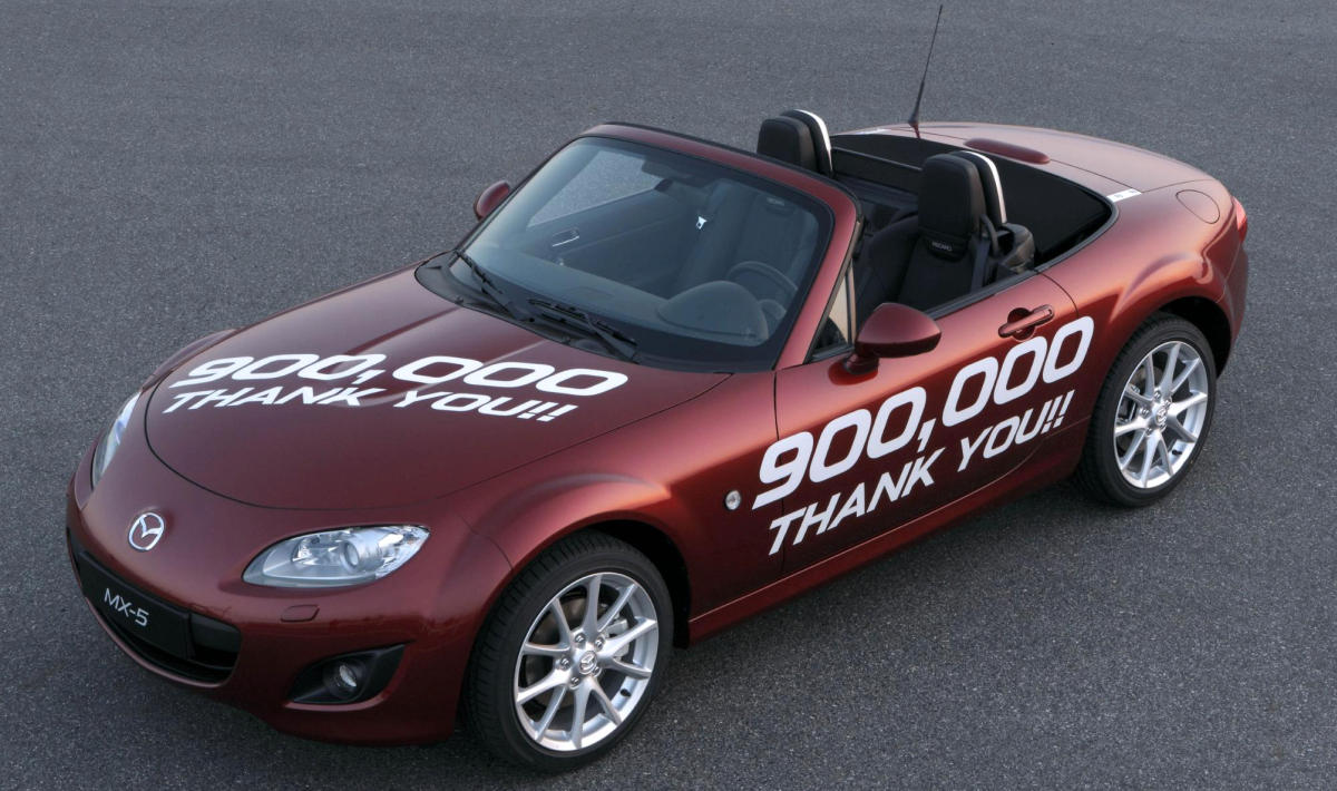 mazda celebrates another mx 5 milestone 900 000 built. Black Bedroom Furniture Sets. Home Design Ideas